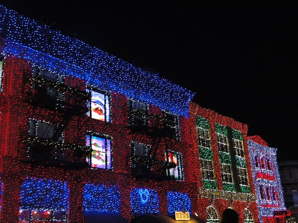Peppermint, Gingerbread, Lumières et Chansons: Noël USA vs Noël France